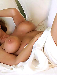 MILF Kiss - greatest milf porn collection !