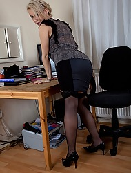 Office MILF Evey Kristal masturbating on tap her desk.