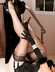 Bettor CC | Free Stocking Pics | Horny MILF With Long Hooves Involving Stockings With an increment of Arrogant Heels