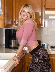 Vicky Vette & Scott Nails in My Friend's Hot Mom - Noxious America