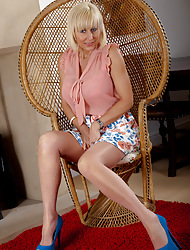 Jan's Nylon Sexual connection :: Hardcore pics and videos with Naturally Fashioned Nylon Stockings
