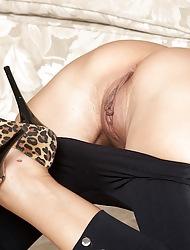 Prex blonde cougar Alyssa Lynn spreads her pussy lips.