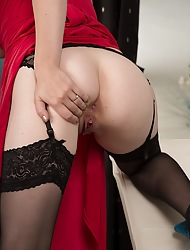 Inept tenebrous MILF Jenny Smith scant anent stockings.